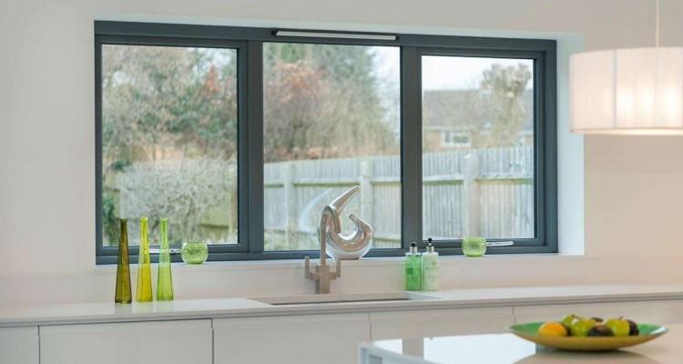 Алюминиевые окна изнутри дома